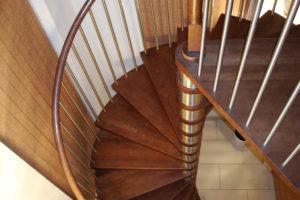 Преимущества и недостатки лестниц из бука