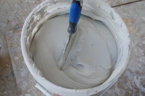 Как правильно разводить шпаклевку для стен?