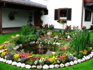 Как сделать красивый цветник на частном земельном участке?