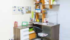 Угловой стол для школьника: обзор моделей и советы по выбору