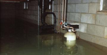 Вода в подвале частного дома: что делать?