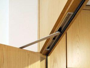 Особенности скрытых дверных доводчиков