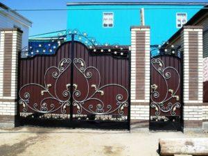 Ворота с элементами ковки: преимущества и недостатки