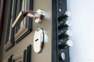 Замки для металлических дверей: виды, советы по монтажу и эксплуатации