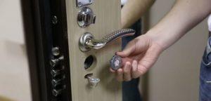 Особенности осуществления ремонта дверных ручек металлических дверей