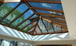 Стеклянная крыша: плюсы и минусы прозрачной кровли