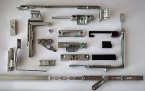 Фурнитура для пластиковых дверей: виды и советы по выбору