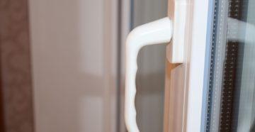 Ручки для балконной двери: виды, установка и ремонт