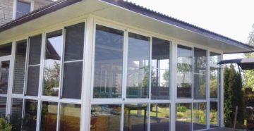Конструкции и модели раздвижных алюминиевых окон для балконов, веранд, беседок