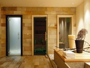 Как выбрать стеклянные двери для бани?