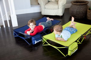 Удобные детские кровати для путешествий: от надувных до складных моделей