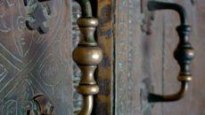 Ручки-скобы для входных дверей: особенности и рекомендации по выбору