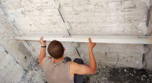 Как штукатурить стены и потолок по маякам?