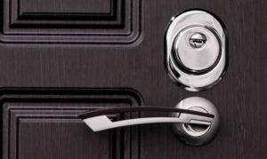 Советы по выбору и установке броненакладок на дверные замки