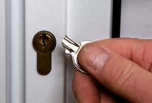 Что делать, если сломался ключ в личинке замка?