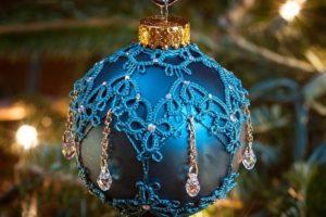 Создание и украшение елочных шаров своими руками