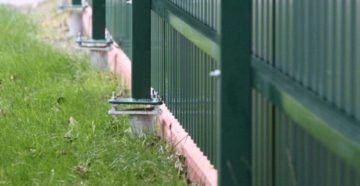 Забор из профнастила: тонкости изготовления