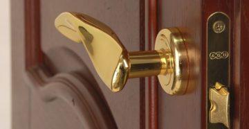 Особенности дверных ручек с замками для межкомнатных дверей